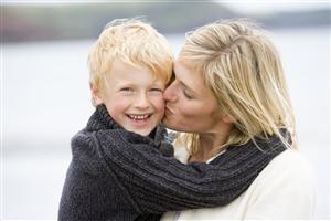 GradeSchooler-Mom-Kiss-Beach-300