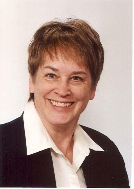 Lynne Finch Headshot